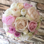 アンティークカラーの造花ブーケ