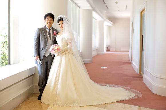 ホワイトのドレスに合わせて。