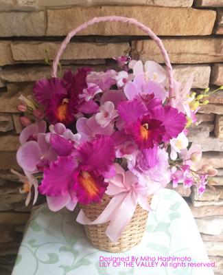 テレビドラマ使用の造花アレンジ。カトレアや胡蝶蘭の高級感のある素材を生かしたデザイン。